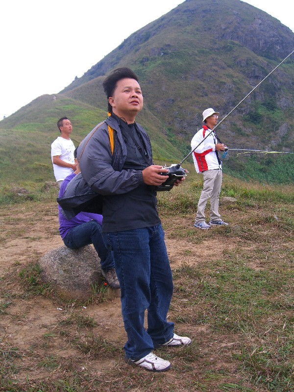 Tseng Kuo Tung (tw) enjoys flying in Ma On Shan